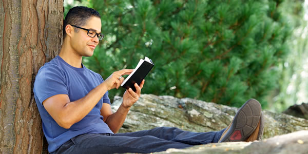 Lea y estudie La Biblia