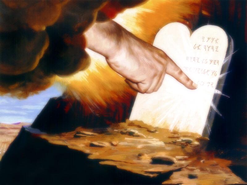 Mandamientos Católicos  vs Mandamientos de la Biblia