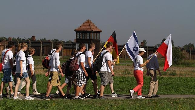 Nietos de nazis marchan desde Auschwitz para pedir perdón por los crímenes de sus abuelos