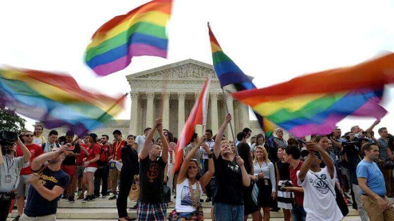 California crea ley para obligar a escuelas cristianas contratar profesores homosexuales
