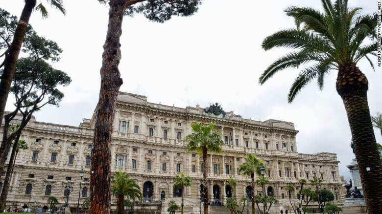 Según la Corte Suprema de Italia, la masturbación pública no es un crimen