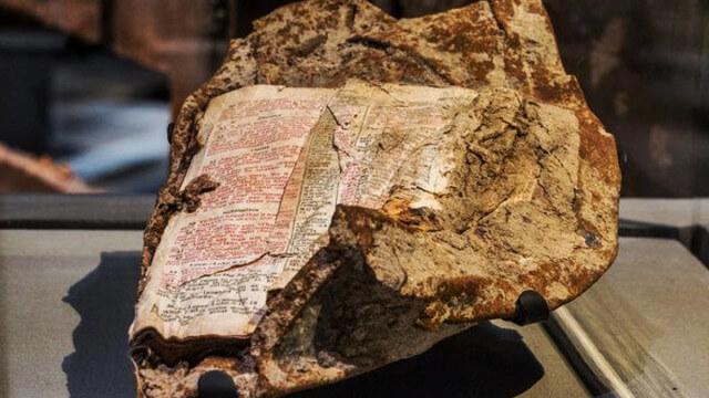 El contenido de la Biblia que Resistió a la caída de las Torres Gemelas