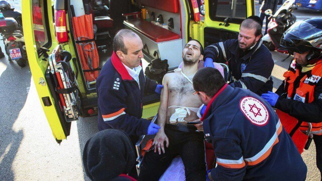 Palestino apuñala a dos policías israelíes en Jerusalén