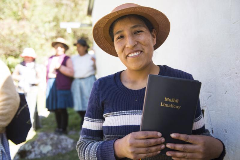 Traducen el Nuevo Testamento al quechua wanka en Perú