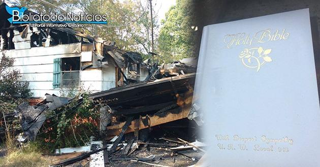 Biblia se halla intacta luego que el fuego consumiera una casa en EE.UU.