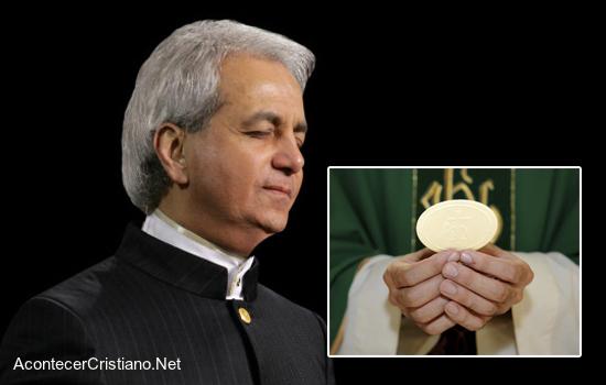 """""""En la Iglesia Católica hay más milagros debido a la Eucaristía"""" afirma Benny Hinn"""