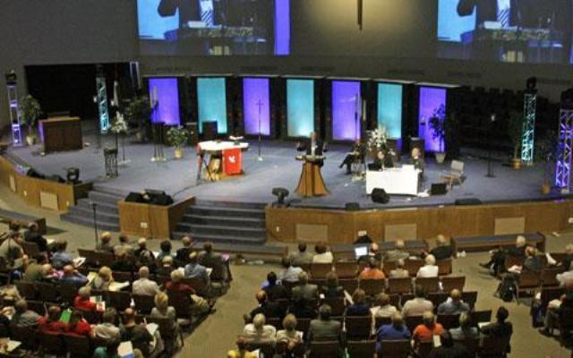 Iglesias con teología conservadora tienen mejores tasas de crecimiento