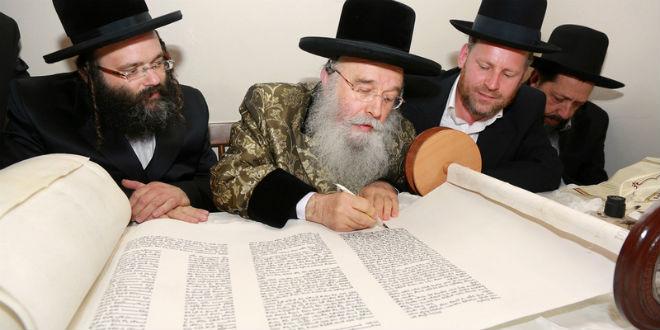 Rabino entregará rollo de la Torá al Mesías en su venida