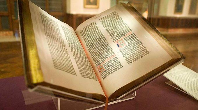 Primera Biblia impresa ahora está disponible en Internet