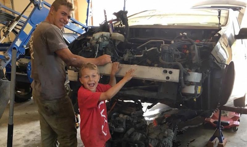 Niño que levantó carro para salvar a su padre dice que fue ayudado por ángeles