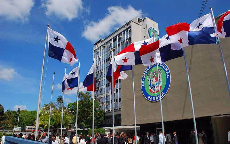 """En Panamá se prohíbe el """"matrimonio"""" gay con una nueva ley"""