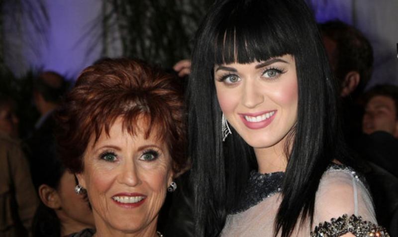 """Pastora y madre de Katy Perry """"El diablo intenta robar mi alegría"""""""
