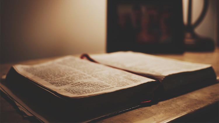 País permite quemar la Biblia en público