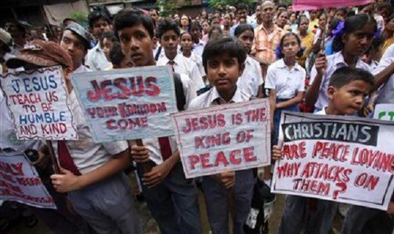 "Protestan por libros de texto que citan a Jesús como ""demonio"""