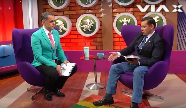 Pastor expulsado de programa TV por pisar bandera gay