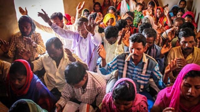 """Líderes hindúes juran que van a """"eliminar cristianismo"""" en 5 años"""