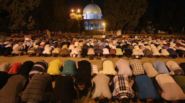 Musulmanes invaden Monte del Templo para conmemorar Ramadán