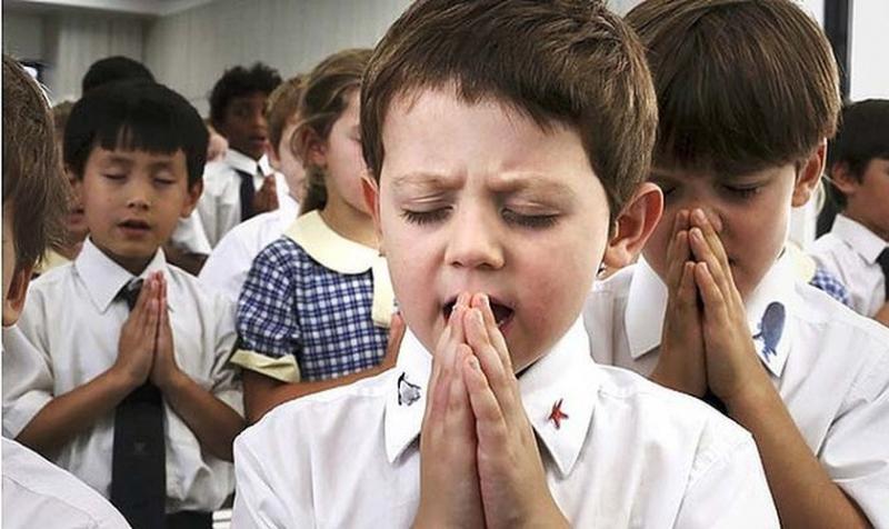 Suecia prohíbe a escuela cristiana orar y hablar de la Biblia