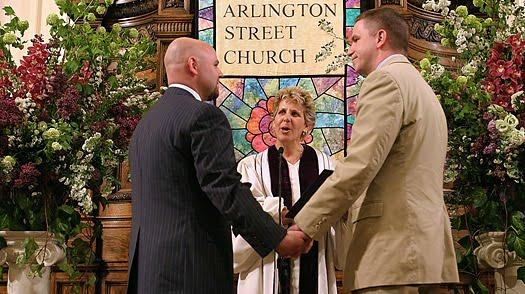 Iglesia de Inglaterra dice a los gay que rechaza la terapia LGBT