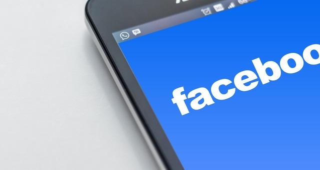 Facebook suspende cuenta de pastor por llamar emoji arco irirs marca de la bestia