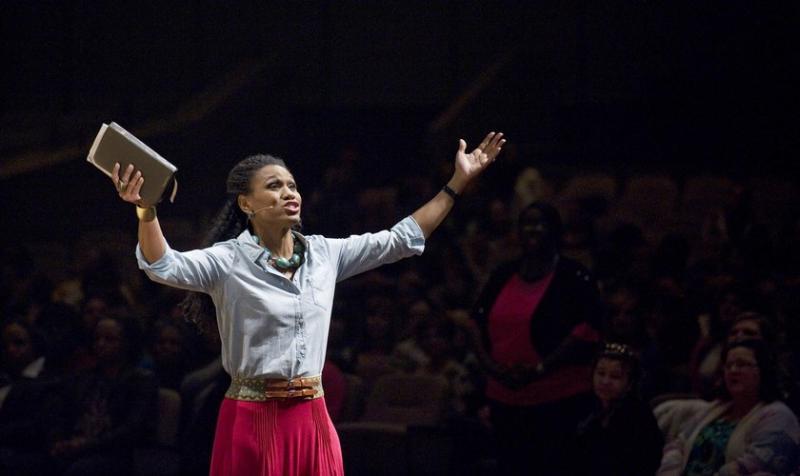 Investigación: Evangélicos son los que menos aceptan mujeres como pastoras