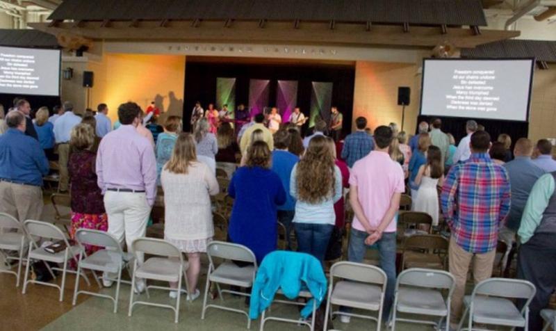 Pastor transforma club de strip-tease en centro misionero