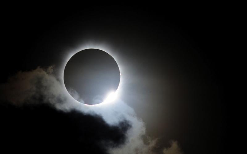 """Pastor: """"Mantenga sus ojos en Jesús, no en señales del eclipse solar"""""""