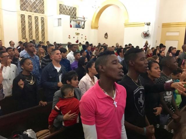 Cuba prohíbe a pastor liderar iglesia por educar a hijos con Biblia