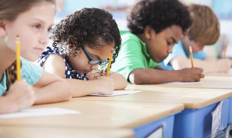 """Profesora prohíbe a niños decir """"Dios"""" y """"Jesús"""" en la escuela"""