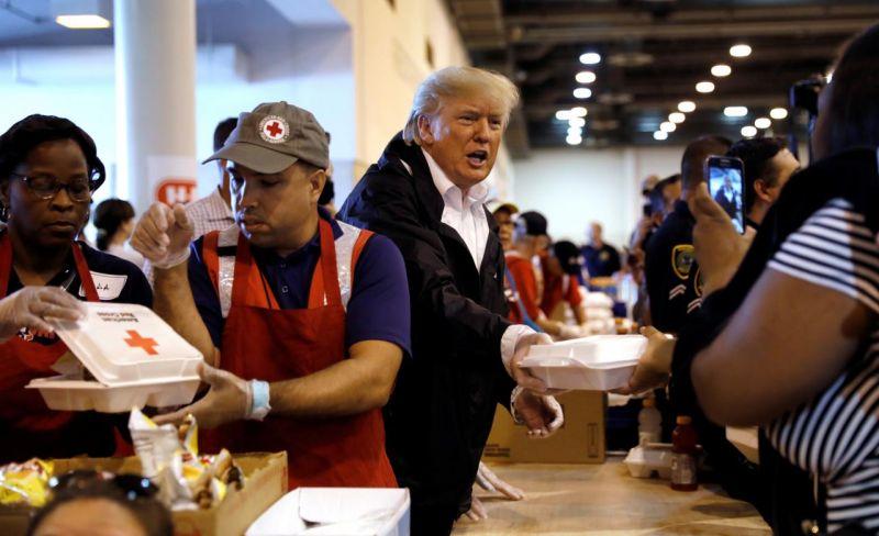 Trump convoca Día Nacional de Oración y dona u$s 1 millón para sobrevivientes de Harvey