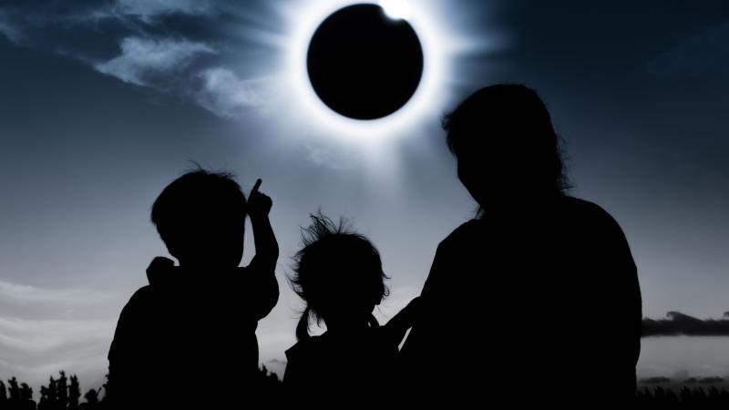 Profecía del Eclipse se cumple con Huracán Harvey e Irma y conflicto nuclear de Corea del Norte