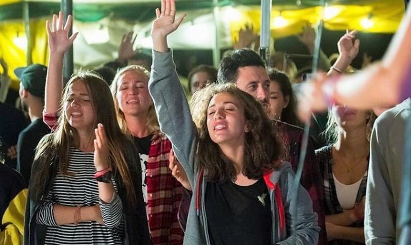 Más de 1.300 jóvenes se entregan a Jesús en Ucrania