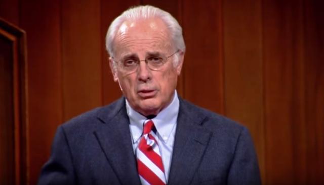 John MacArthur: La Biblia no permite que las mujeres prediquen ni sean ordenadas al pastorado