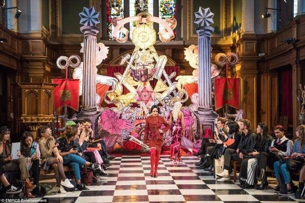 """El """"Diablo"""" desfila en una iglesia anglicana de Londres"""