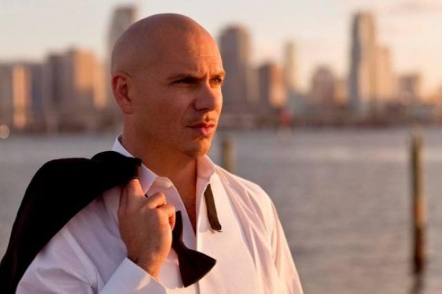 Rapero Pitbull agradece a Dios tras enviar jet privado en misión de rescate a Puerto Rico