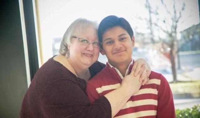 Joven que había muerto ahogado vuelve a la vida tras oración de su madre