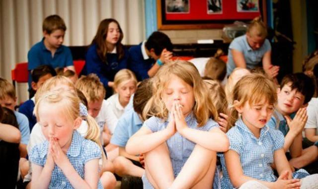 Cristianos acusados de 'extremismo', por evangelizar a niños en escuela