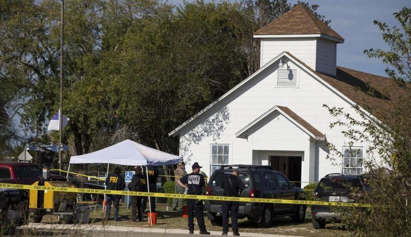 Masacre en una iglesia de Texas deja al menos 26 muertos