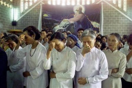 Cristiano arriesga su propia vida para llevar 100 mil biblias a niños de Vietnam
