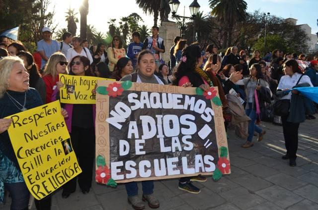 Argentina prohíbe enseñar religión en escuelas públicas