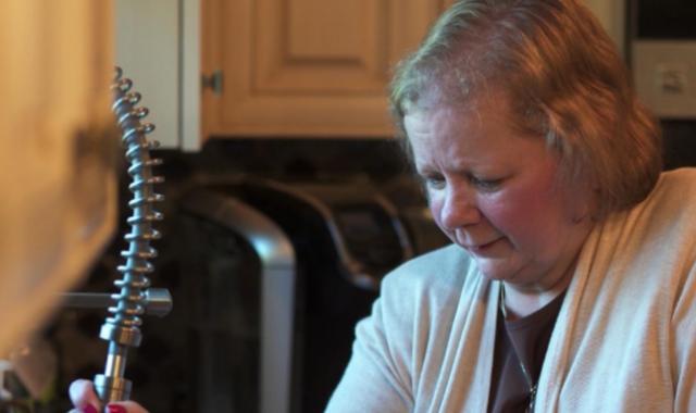 """""""No hay nada que Dios no pueda hacer"""", dice mujer que """"resucitó"""" tras haber sido dada por muerta"""
