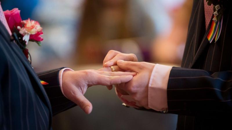 Iglesia Presbiteriana EE.UU. cambia liturgia para celebrar matrimonio gay