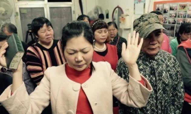China multa por más de un millón de dólares a iglesias por aceptar diezmos y ofrendas