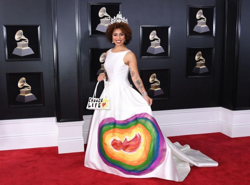 Cantante hace campaña contra aborto en premios Grammy