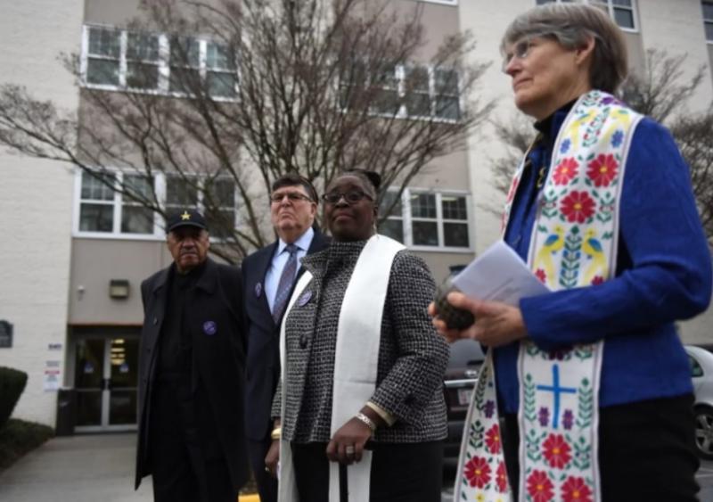"""Pastores """"bendicen"""" clínica de aborto y son criticados"""