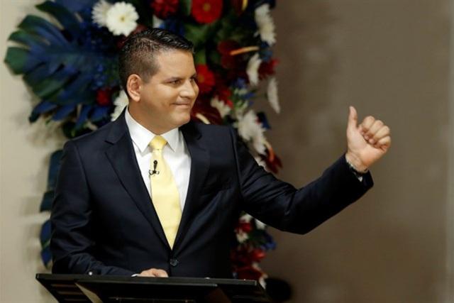 Candidato conservador va a segunda vuelta por no apoyar matrimonio gay