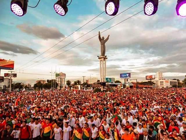 """Miles van a las calles a declarar que """"Jesucristo es el Señor de Bolivia"""""""