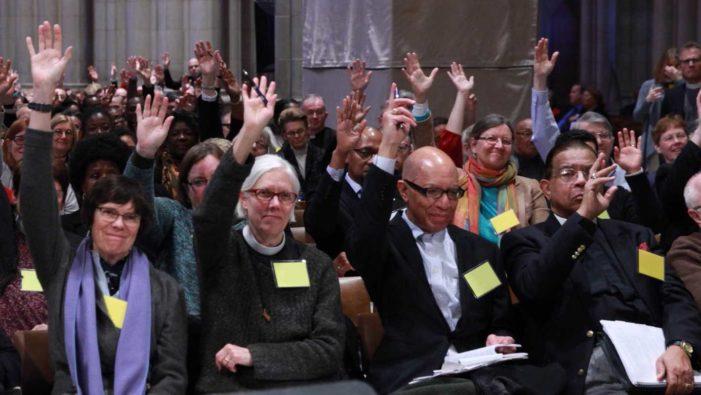 Iglesia Episcopal decide no llamar a Dios de 'Él', en apoyo a ideología de género