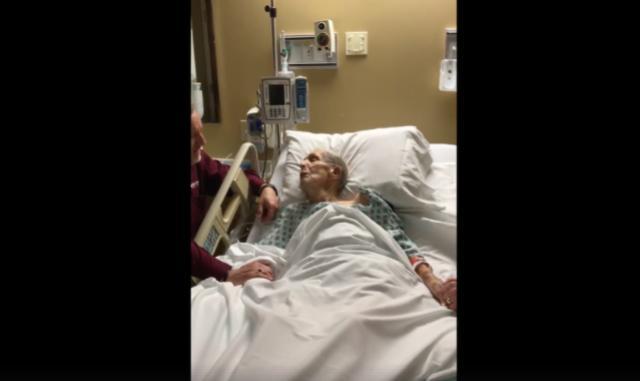 "Viral vídeo de anciano cantando ""Cuán grande es él"" antes de morir"