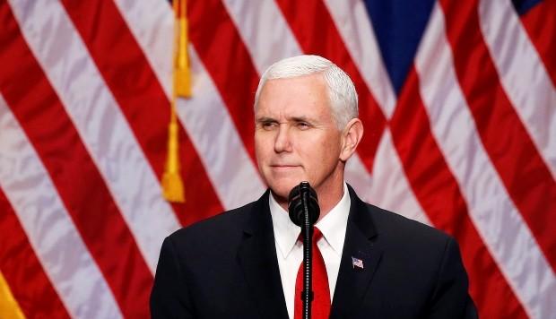 """Mike Pence llamado """"loco"""" por afirmar que conversa con Jesús"""